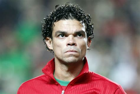Real Madrid's Pepe Buys 5,000kg Of Food, Hands It Out To