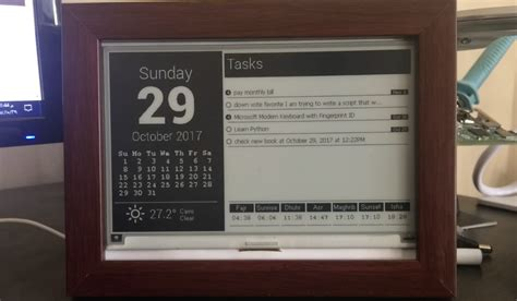 Use a Raspberry Pi and E-Ink Display to Build a Desktop